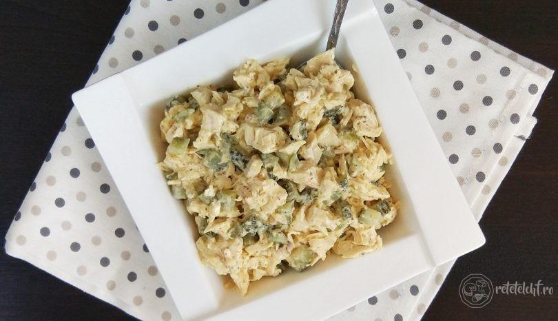 Salată de pui cu castraveți murați și maioneză