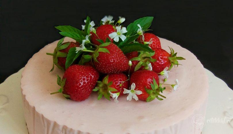 Tort low-carb cu căpșuni