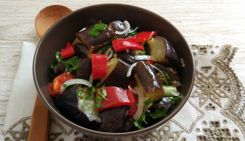 Salată marinată de vinete
