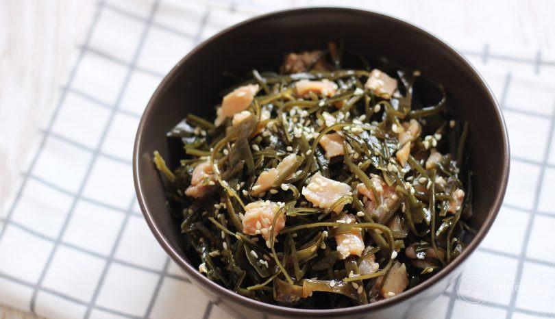 Salată de alge cu somon afumat