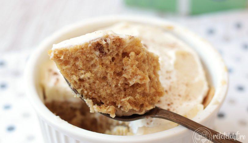 Keto Mug Cake din semințe de in, îndulcit cu Dulcișor