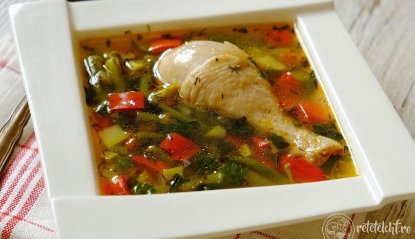 Supă de pui cu fasole verde (și alte legume)