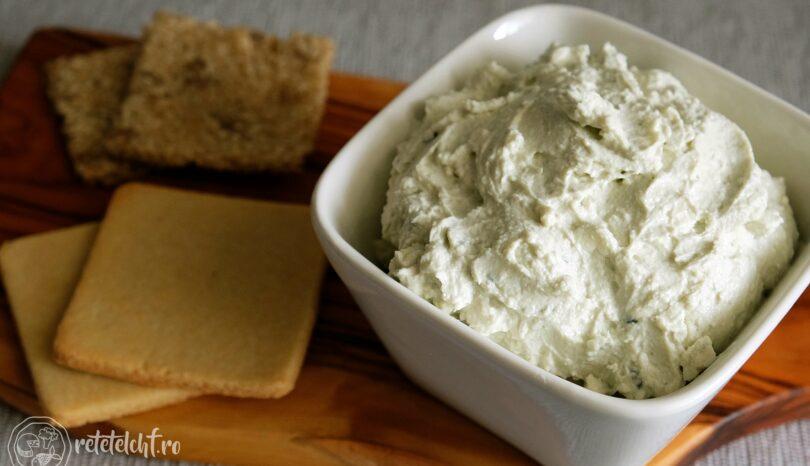 Cremă tartinabilă cu brânză cu mucegai albastru