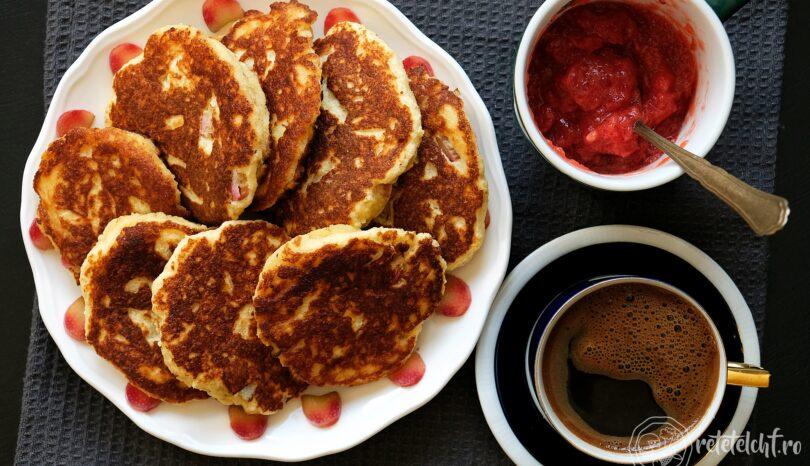 Clătite groase (pancakes) cu rubarbă