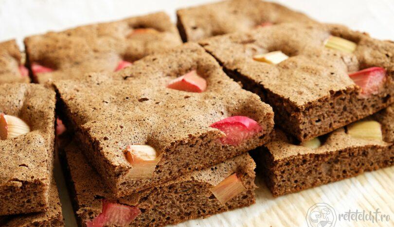 Prăjitură keto cu cacao și rubarbă