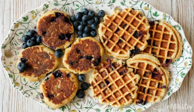 Clătite groase sau gofre (pancakes/waffles) cu afine