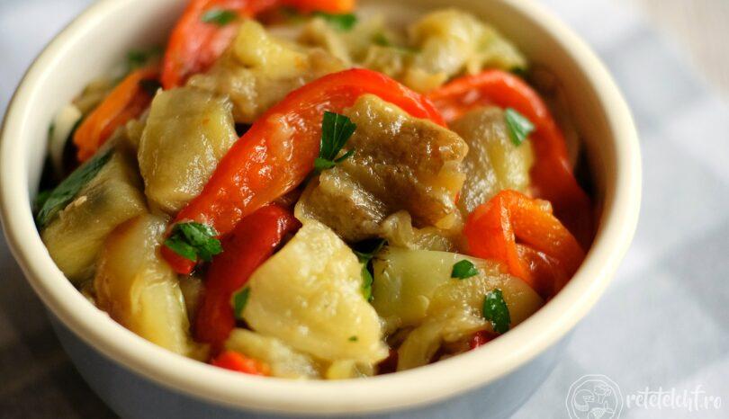 Salată de legume coapte (vinete și ardei)